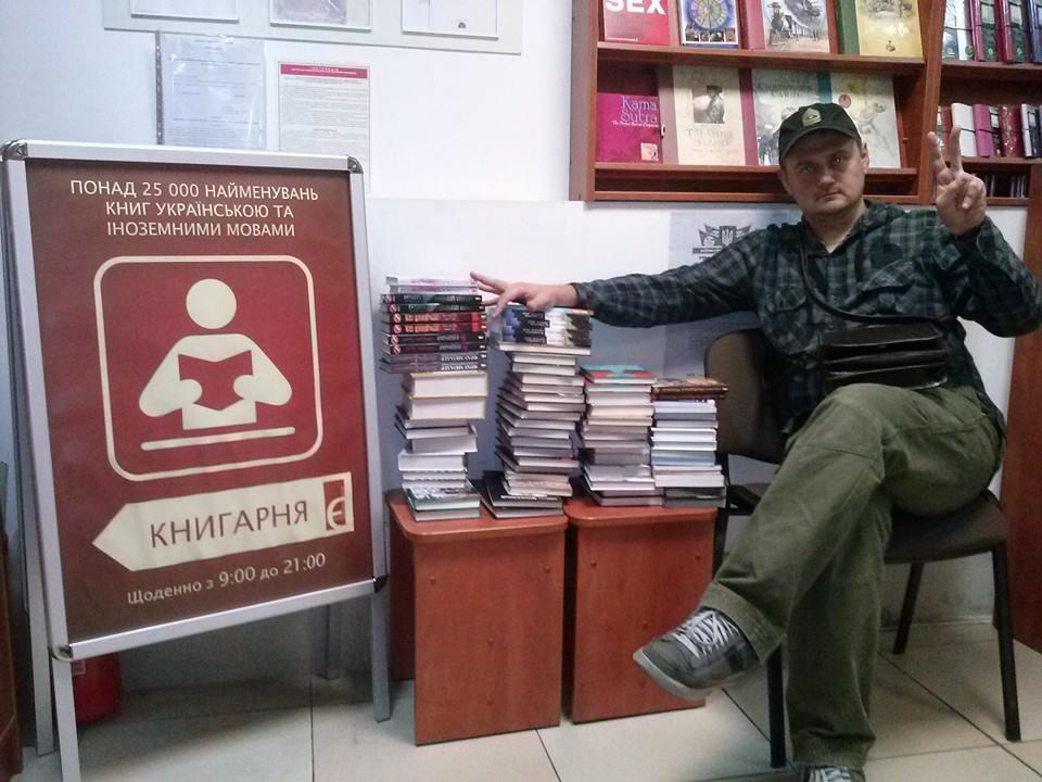 """Андрій Кокотюха збирає книжки для проекту """"Книжкова сотня"""""""